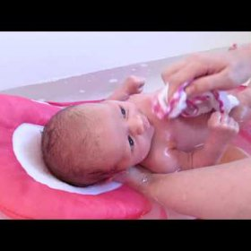 Johnson's Top-to-Toe : Review and Bath Routine (Newborn)